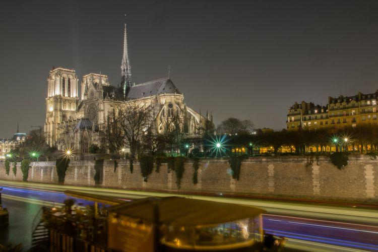 パリの中心で夜に侵入